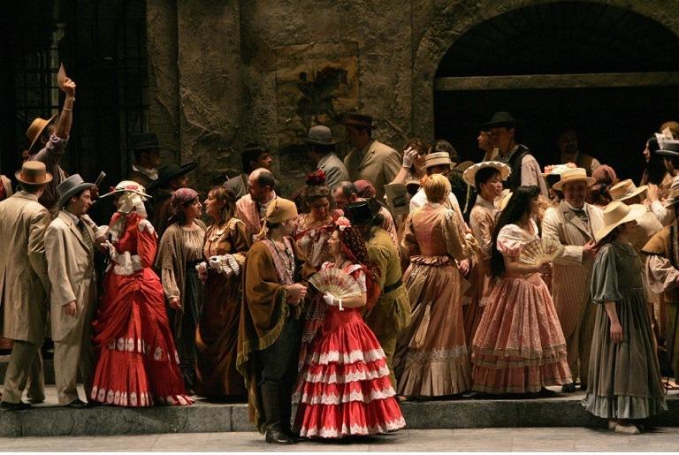 La Carmen di Bizet (Teatro Regio) in omaggio a Francia e  Spagna. 23 giugno, piazza San Carlo, ore 22