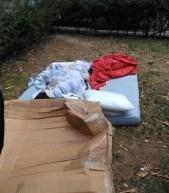 Aiuola Ginzburg, rimossi materassi e stracci