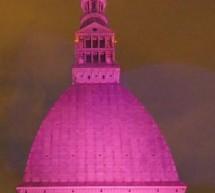 Per la lotta al tumore al seno la Mole si è tinta di rosa