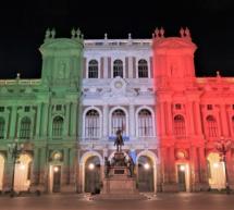 Palazzo Carignano illuminato con i colori della bandiera italiana