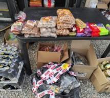 Vendevano abusivamente prodotti alimentari, multati. La merce sequestrata