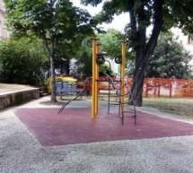Nel parco Cavalieri di Vittorio Veneto riaperte due aree giochi riqualificate, in via Giulio conclusi i lavori