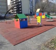 Aree gioco di parchi e giardini 'off limits' per sigarette e contenitori di vetro