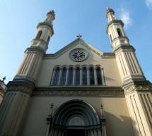 Con un falò in piazza Castello la Chiesa Valdese celebra i diritti civili