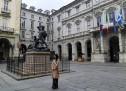 Bandiere a mezz'asta e un minuto di silenzio oggi in piazza Palazzo di Città