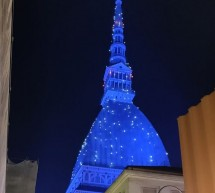 Arriva Natale, Mole in scintillante abito blu