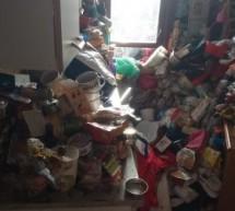 Sgomberate 10 tonnellate di stracci e oggetti intrisi di blatte in un appartamento ATC