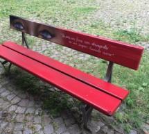 Case Atc, una panchina rossa in via San Massimo
