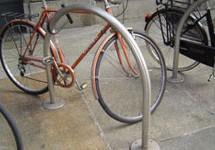 Mobilità ciclabile:  nuovi archetti per la sosta delle biciclette
