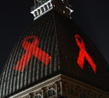 Nella giornata mondiale contro l'Aids sulla Mole il nastro rosso, simbolo della lotta alla Hiv