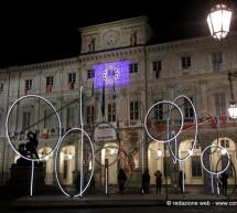Piazza Palazzo di Città con l'opera di Luci d'artista My noon di Tobias Rehberger