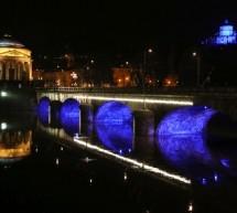 Diritti dell'Infanzia, per il trentennale 4 ponti di Torino si sono illuminati di blu